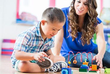 Поиск няни для ребенка с синдромом Дауна